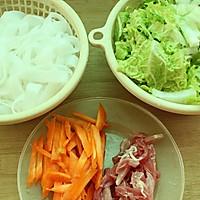 【大喜大牛肉粉试用报告之一】大白菜肉丝炒河粉的做法图解3