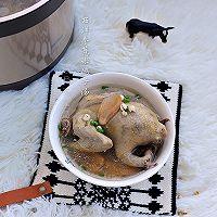 大鱼大肉吃腻了?来喝碗清爽的西洋参薏米鸽子汤