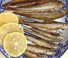 煎小鱼的做法