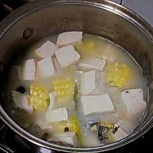 豆腐玉米鲫鱼汤