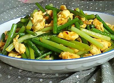 快手菜~蒜苔炒鸡蛋。