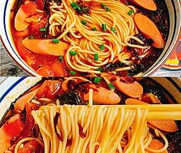 汤汁浓郁,好吃到停不下来的番茄火腿酸汤面的做法