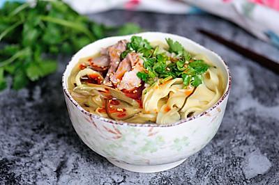咖喱羊汤面条 大块的羊肉真正的羊汤让你吃的舒心又安心