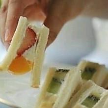 爱心早餐:水果三明治/酸奶冰淇淋三明治