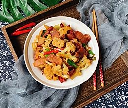 #做道懒人菜,轻松享假期#腊肉干锅花菜的做法