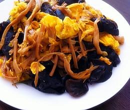 黄花菜木耳炒鸡蛋的做法