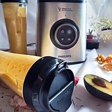 营养不长胖:五分钟就能做好的牛油果芒果蔬果汁