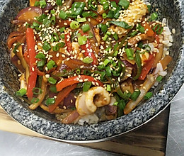 鱿鱼石锅拌饭的做法