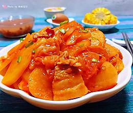 #憋在家里吃什么#五花肉辣白菜炒土豆片的做法