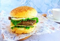 #花10分钟,做一道菜!#牛肉汉堡的做法