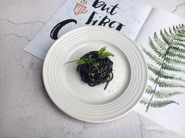 #晒出你的团圆大餐#千岛酱墨鱼汁意面的做法
