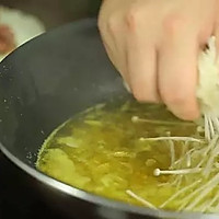 酸汤肥牛丨酸酸辣辣超开胃【微体兔菜谱】的做法图解2