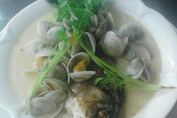 河鲫鱼蛤蜊汤的做法