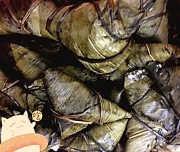 蛋黄五香咸肉粽子的做法