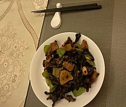 青椒猪肉炒榛蘑的做法