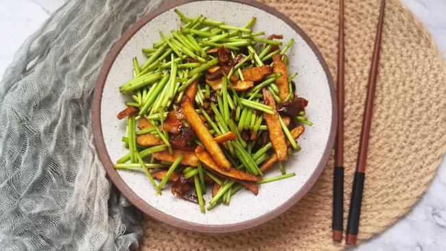 豆干腊肉炒藜蒿的做法