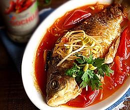 酸辣番茄焖鲫鱼的做法