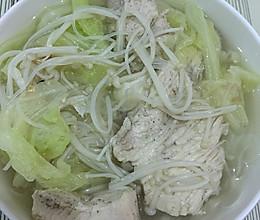 减肥清淡鸡胸肉、白菜、金针菇、粉丝,盐的做法