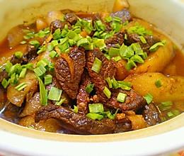 牛肉炖萝卜﹝香烂的牛肉*入口即化的萝卜,拌着浓浓的蒜香﹞的做法