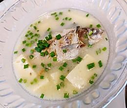 如何熬出又白又鲜的~鲫鱼豆腐汤#餐桌上的春日限定#的做法