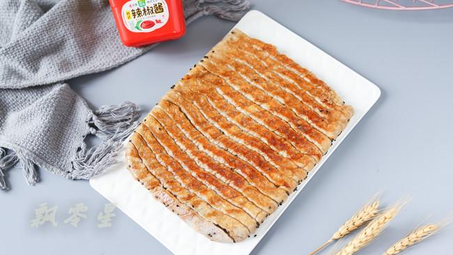 #一勺葱伴侣,成就招牌美味#生煎荞麦辣酱花卷的做法