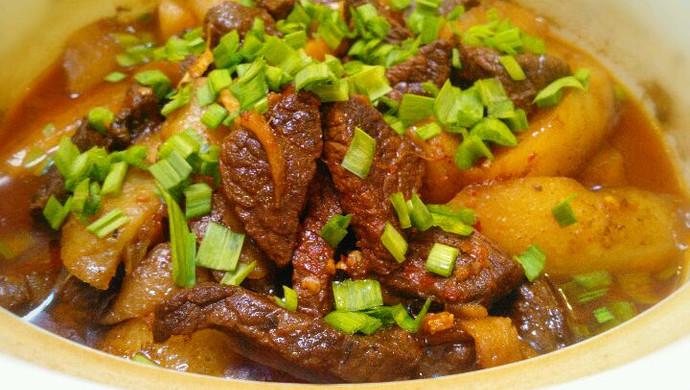 牛肉炖萝卜﹝香烂的牛肉*入口即化的萝卜,拌着浓浓的蒜香﹞