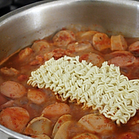 超正宗韩国最美味部队锅家常做法的做法图解7