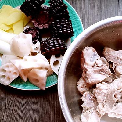 黑玉米莲藕排骨汤的做法 步骤3