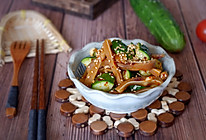 香辣黄瓜拌猪耳的做法