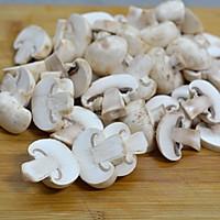 彩椒炒口蘑#520,美食撩动TA的心#的做法图解3