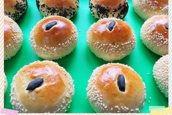 枫糖红豆沙黑花生面包的做法