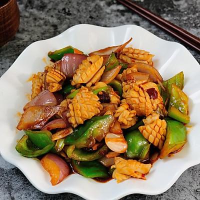 鱿鱼卷爆炒洋葱青辣椒 色香味俱全的快手家常菜