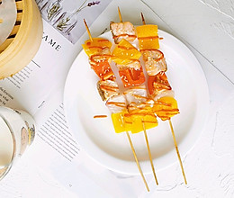 串串新吃法之三文鱼彩椒串的做法