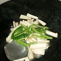 排骨汁炒鸡腿菇的做法图解6