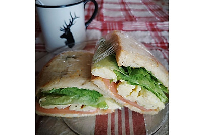 熏三文鱼三明治