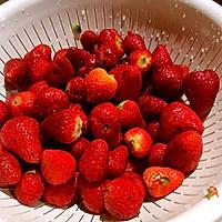 夏天吃不完草莓的好去处--冰镇草莓罐头的做法图解1