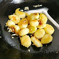 #做道懒人菜,轻松享假期#酱烧土豆仔的做法图解8