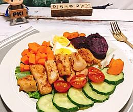 #美食视频挑战赛#减脂沙拉:鸡胸肉烤薯蔬菜沙拉的做法