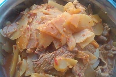 辣白菜土豆片炒五花肉