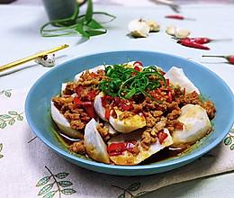 #憋在家里吃什么#健康吃蒸菜~剁椒肉末蒸芋仔的做法