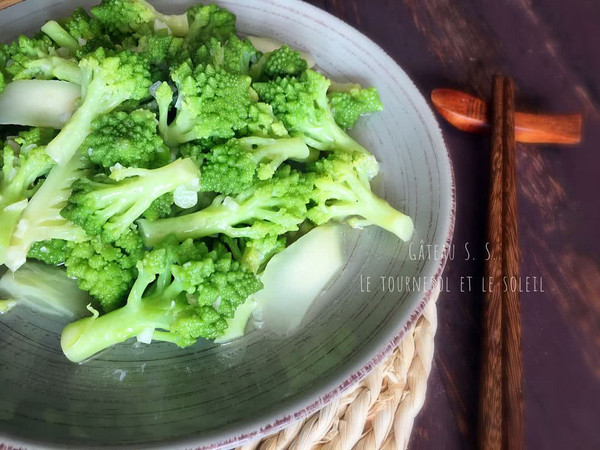 清炒宝塔花菜的做法