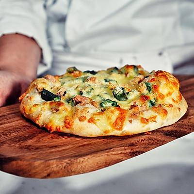 【缪斯老妈的食物灵感】秋葵金枪鱼披萨(附披萨饼底做法)