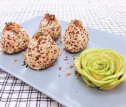藜麦香松三角饭团配牛油果刺身的做法