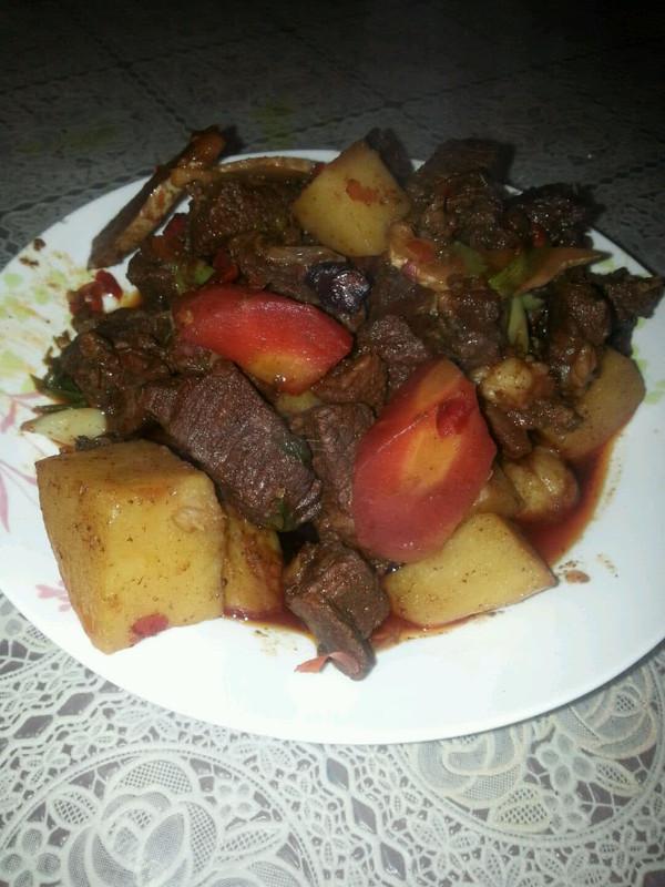 土豆烧牛腩的做法