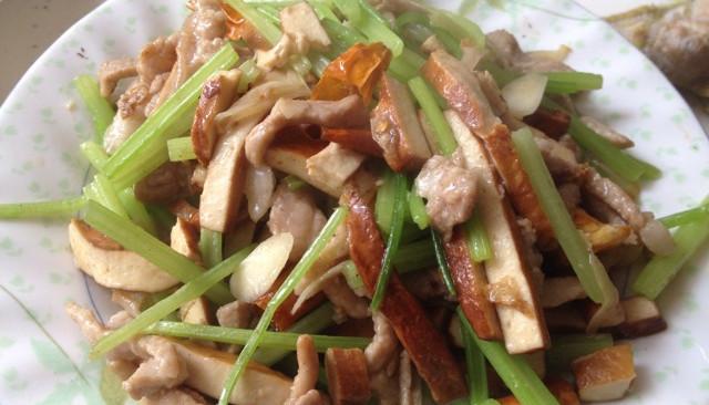 芹菜香干肉丝的做法