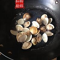 蛤蜊香菇虾仁煲的做法图解1