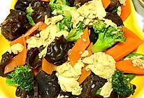 西兰花木耳胡萝卜鸡蛋素炒的做法
