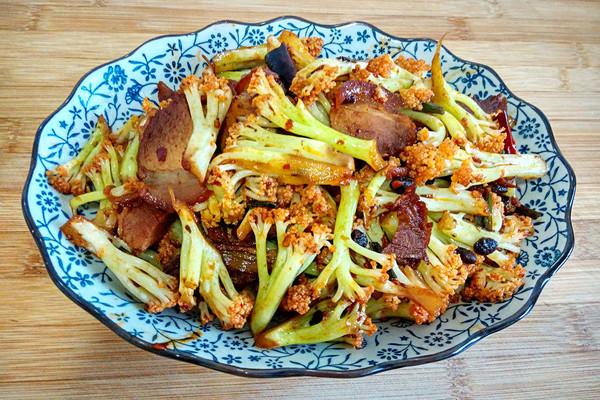 有机菜花炒熏肉的做法