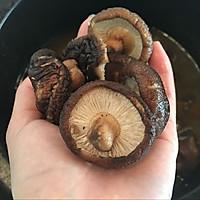 香菇炖小鸡的做法图解10