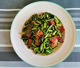 蒜苔炒腊肉味久而醇厚的做法